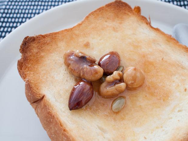 トースト ハニーナッツ
