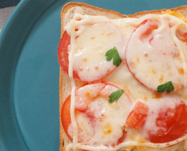 トマト チーズ トースト