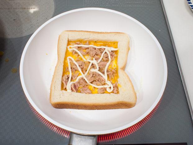 ツナ タマゴ チーズ トースト