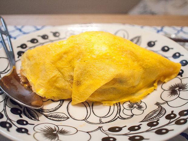 卵をかぶせるオムライス