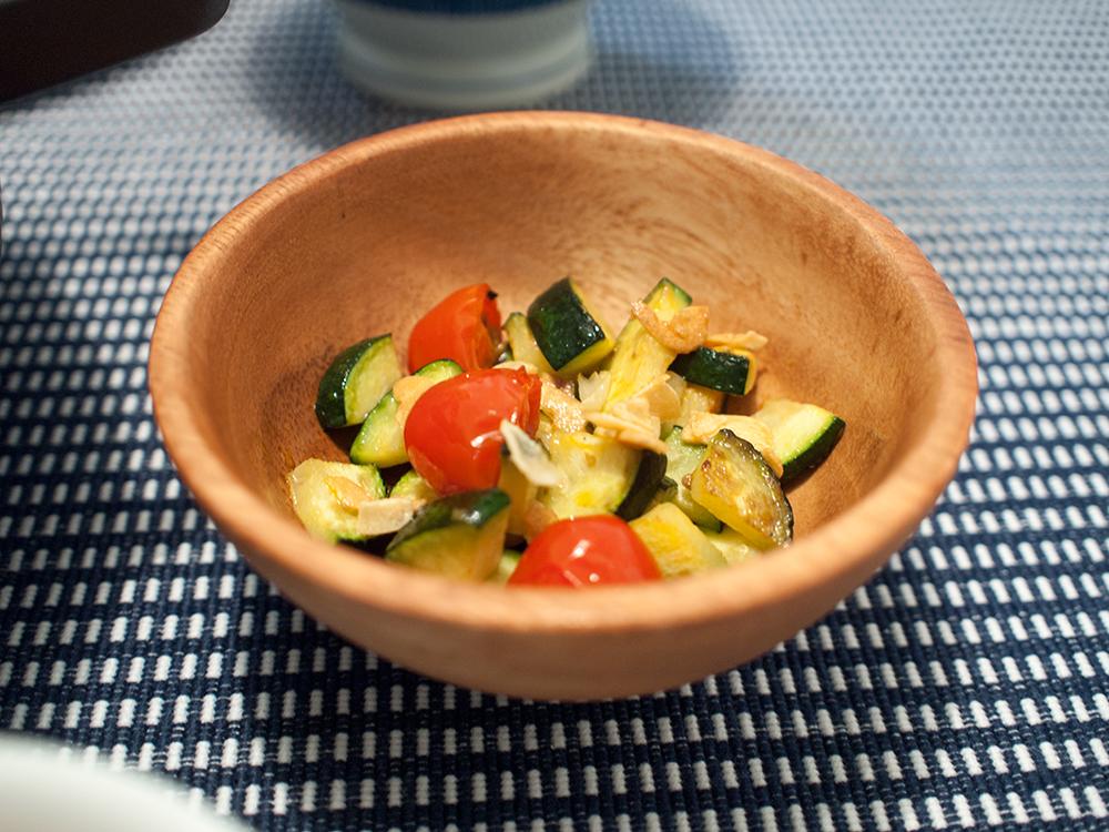 トマトとズッキーニのグリルサラダ