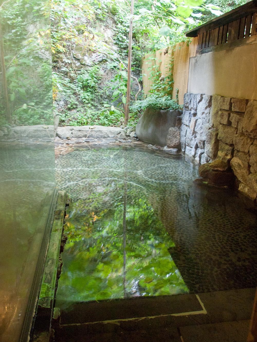 明神館の露天風呂