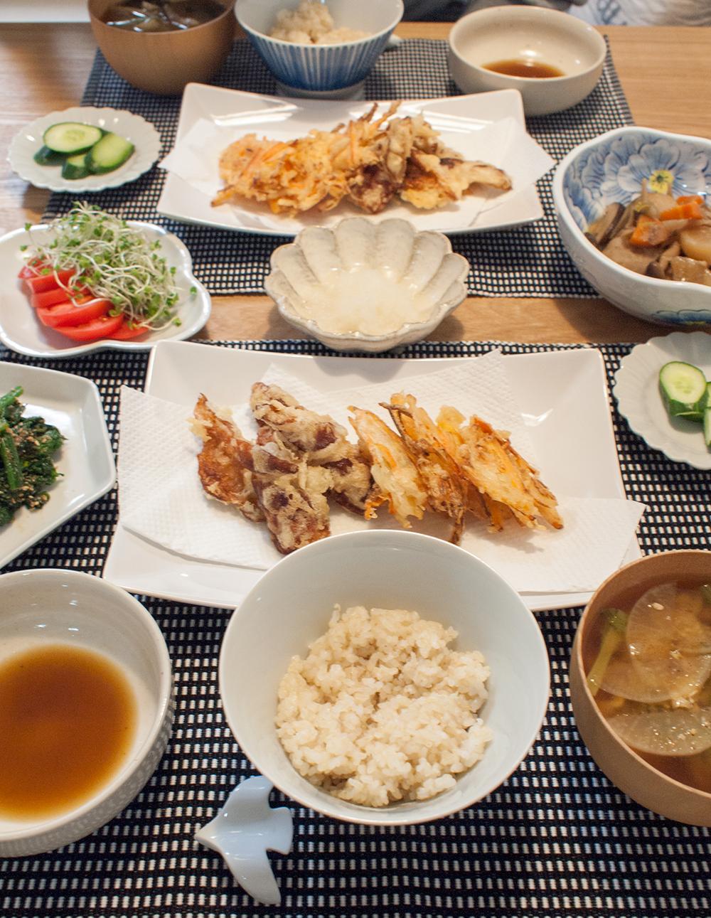 ちくわの天ぷらとかき揚げがメインの晩ご飯