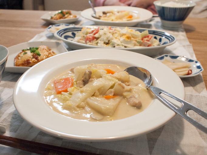 カブと白菜の和風クリーム煮がメインの食卓