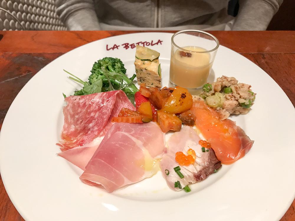 ラ・ベットラ・ダ・オチアイの前菜盛り合わせ