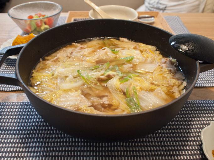 白菜と豚バラと大根の鍋料理