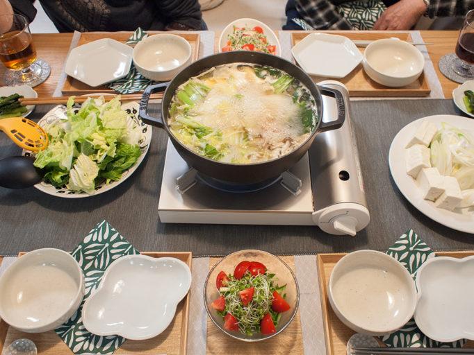 鍋パーティの食卓が像