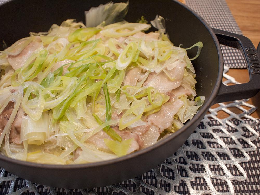 豚バラとキャベツの蒸し鍋