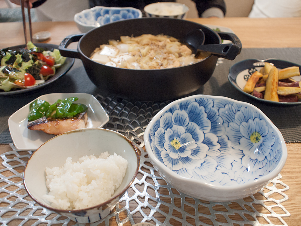 鍋がメインの食卓