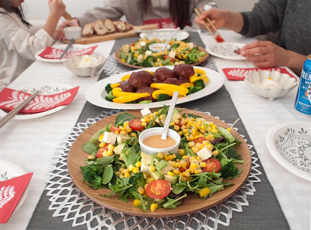 サラダとハンバーグでホームパーティ