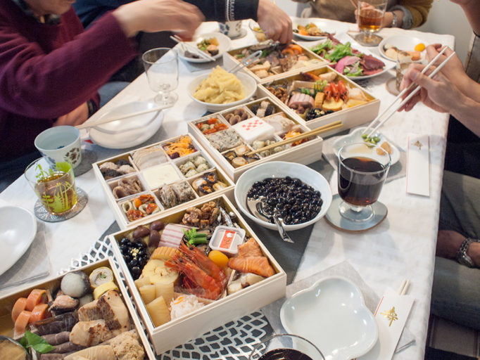 お正月の家族の集まり食事会の様子