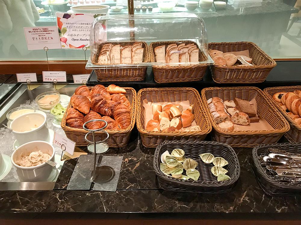 池袋ブッフェ クロスダインのパン類