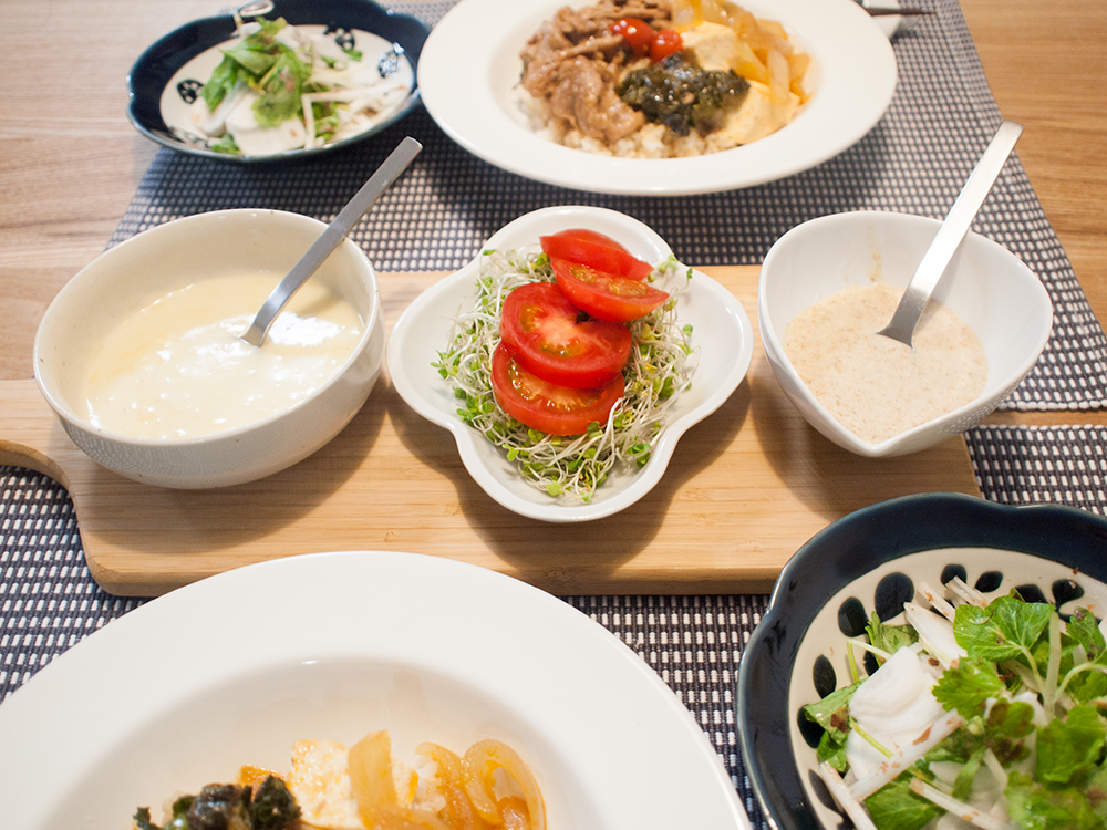 ソース2種とトマトサラダ