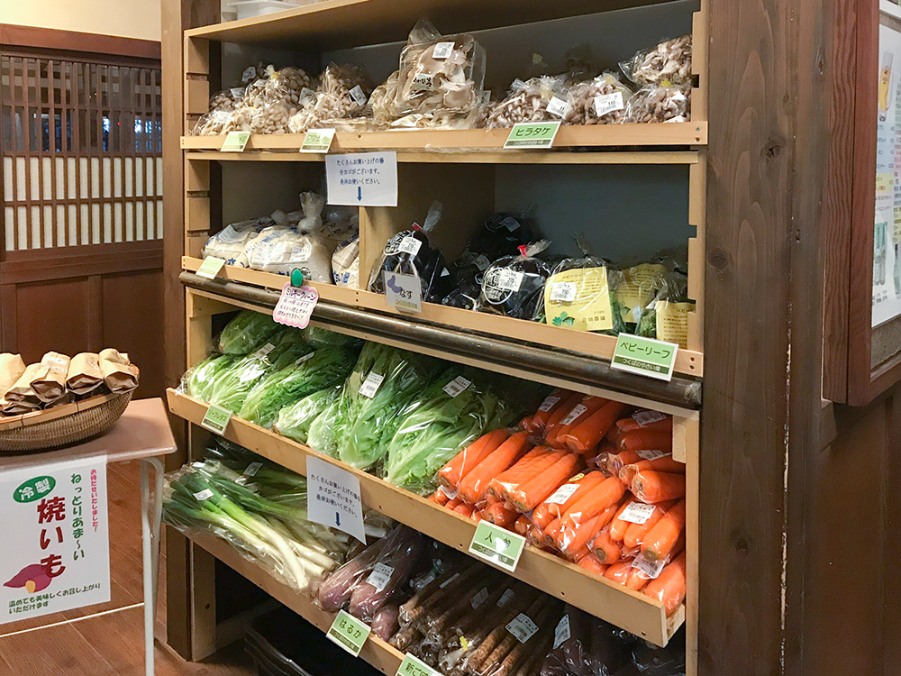 さやの湯の野菜売り場