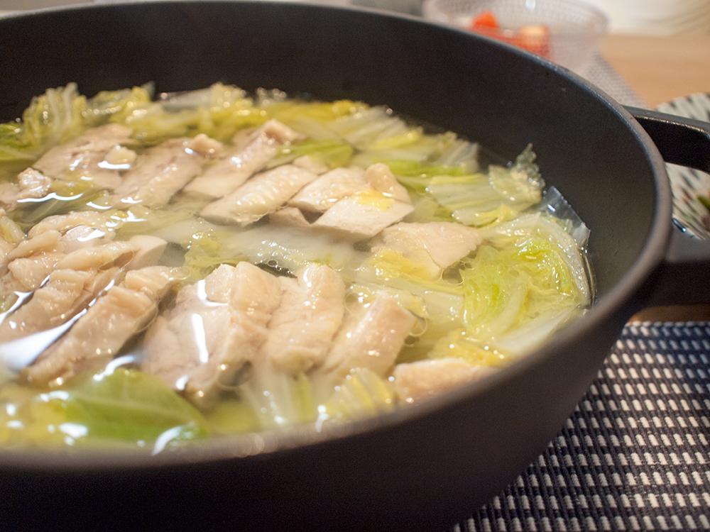 キャベツと鶏もも肉の塩鍋