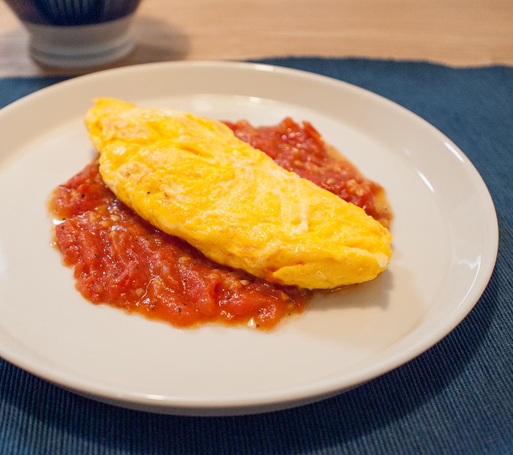 トマトソースのオムレツ