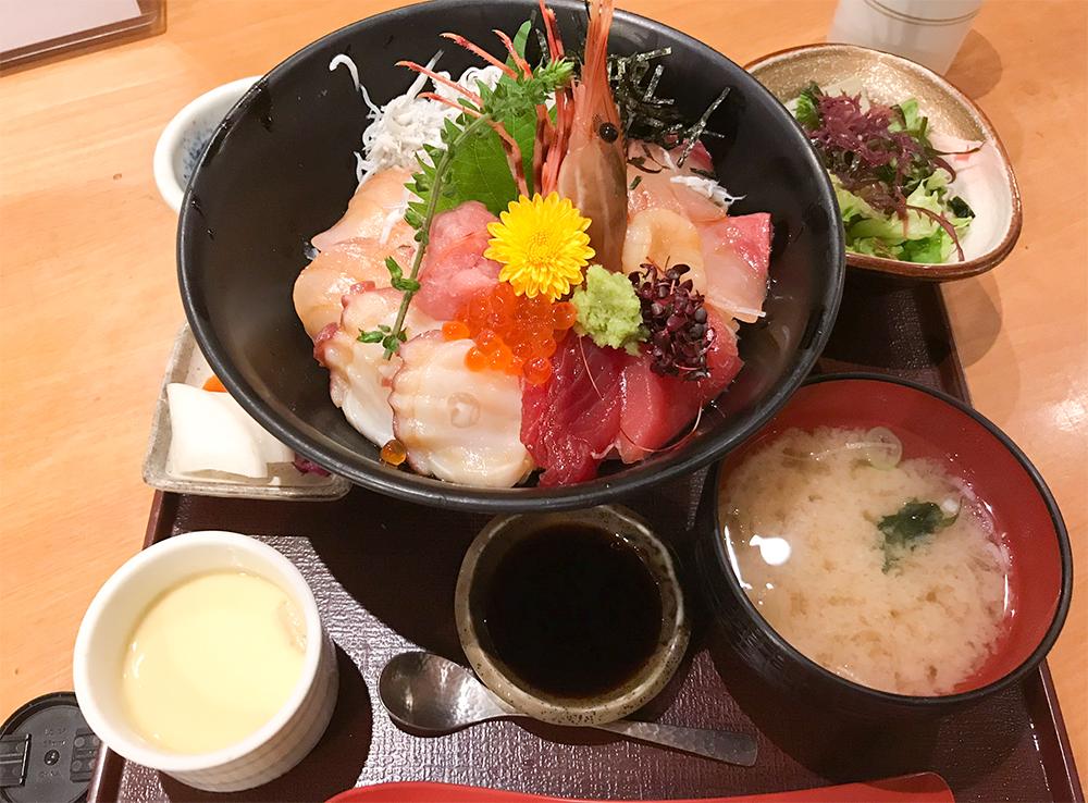 小田原で食べた海鮮丼