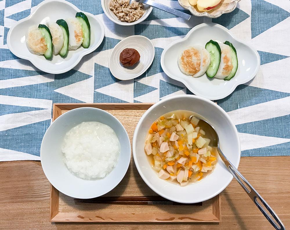 野菜スープとかまぼこで昼ごはん