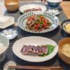 カツオのタタキと青椒肉絲