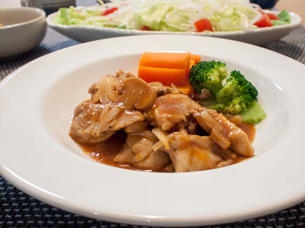 山本ゆりさんのレシピで作った鶏のデミ風煮込みアップ