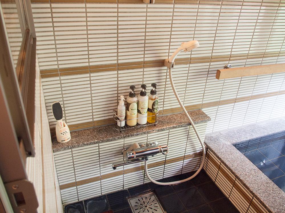尚文の離れ 露天風呂付き客室の浴室についてるシャワー