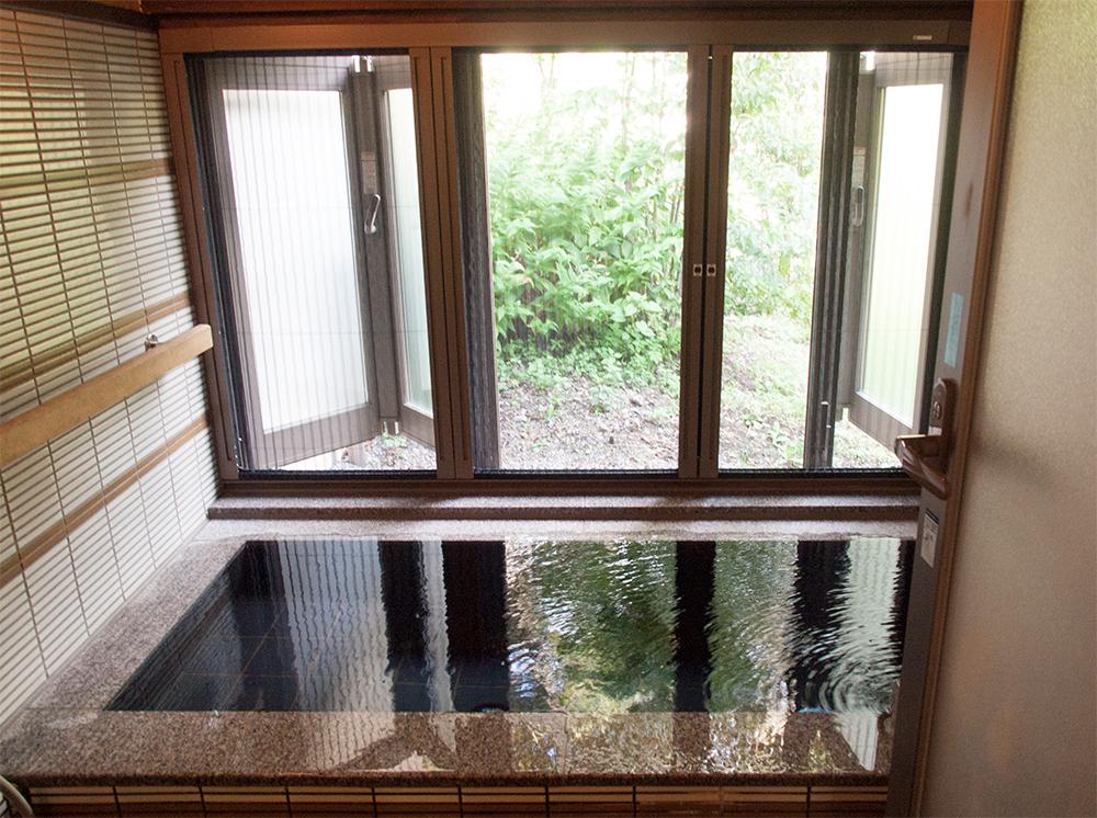 尚文の離れ 露天風呂付き客室の専用半露天風呂