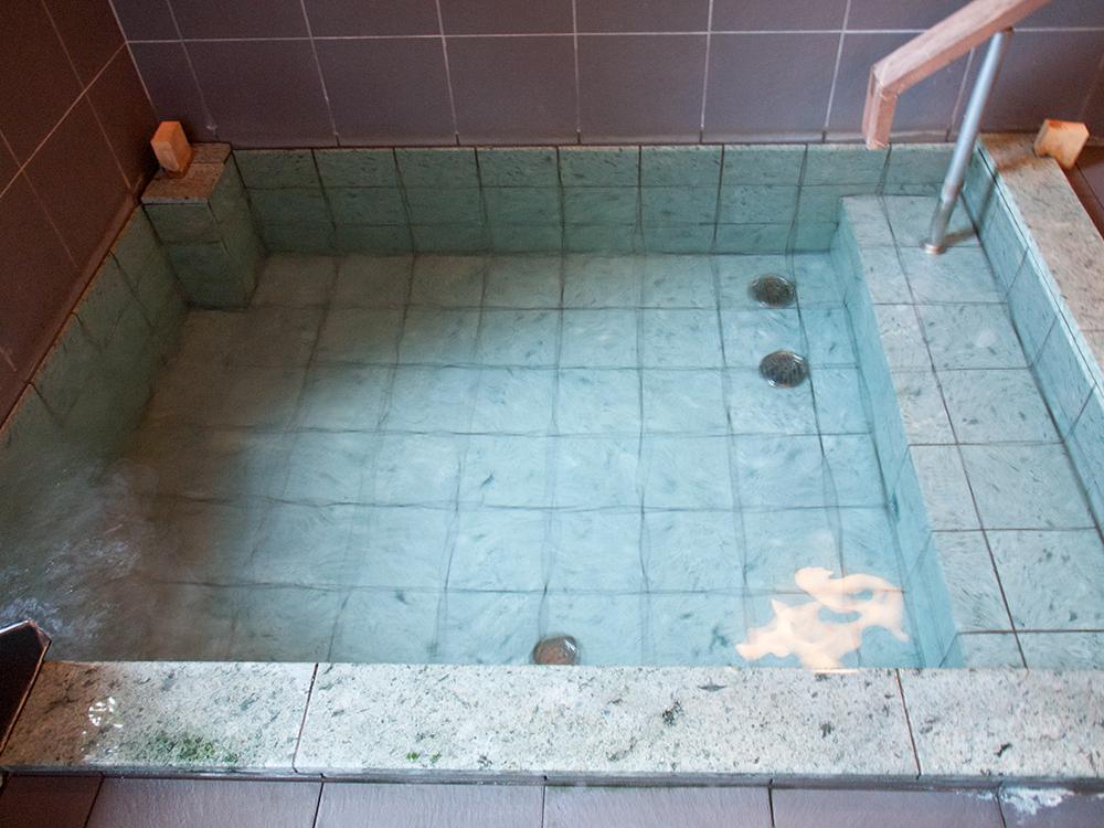 尚文の螢雪の湯の湯船