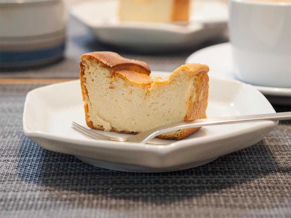 低脂肪ベイクドチーズケーキをカットしたところ