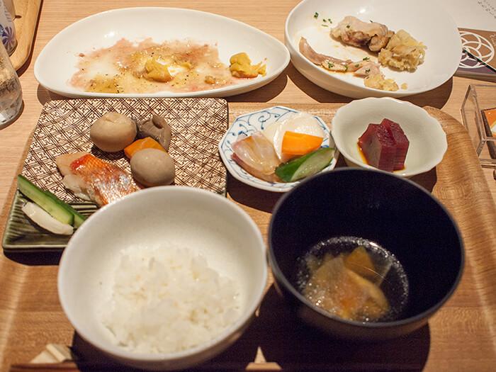 箱根はなをり 夕食ブッフェの食事風景