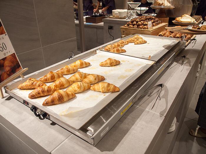 箱根はなをり 朝食ブッフェの焼きたてクロワッサン