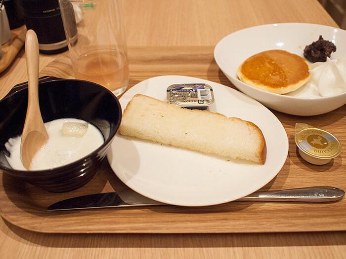 箱根はなをり 朝食ブッフェのパンやヨーグルト