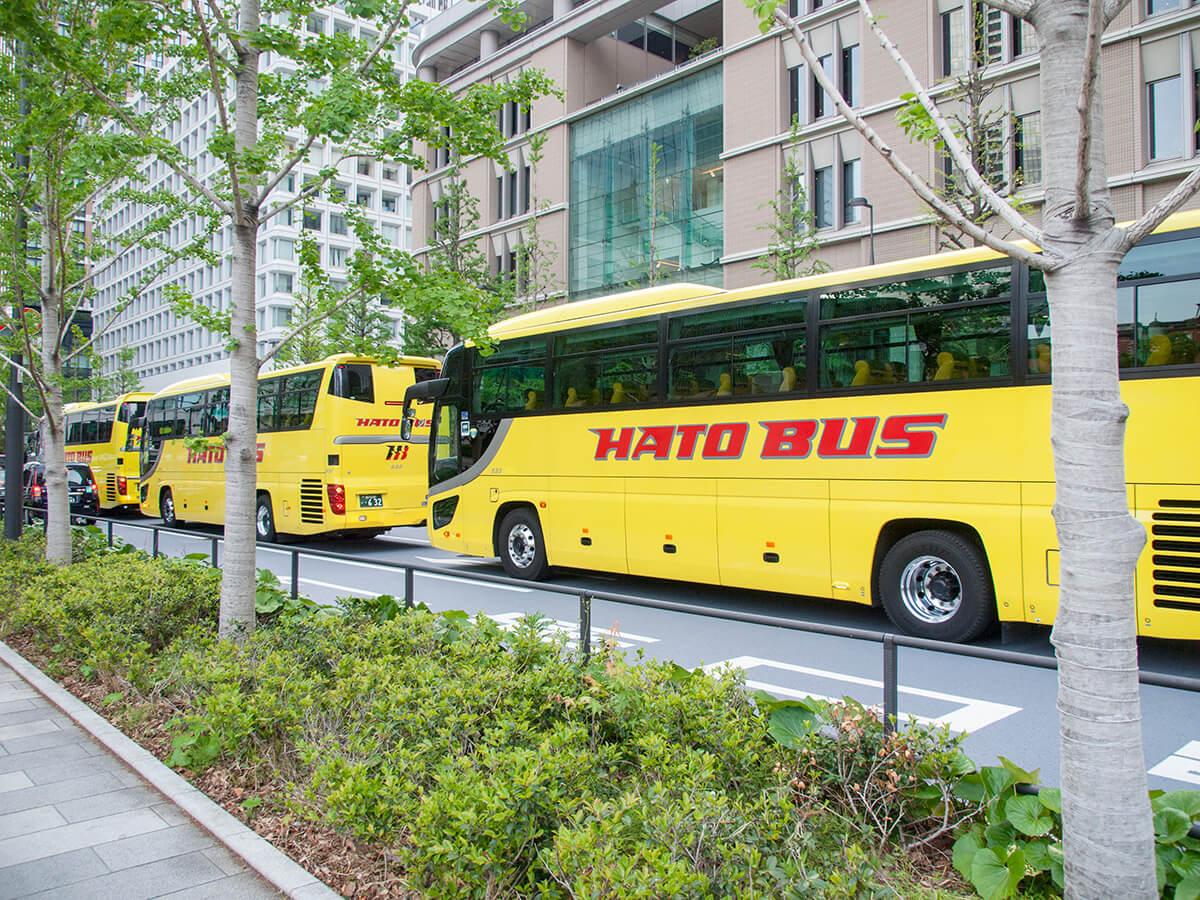 並んでいるはとバス