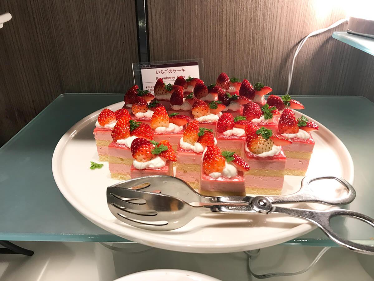 ミレニアム三井ガーデンホテル東京の「ブッフェアンドカフェ ギンザサイ」いちごのケーキ