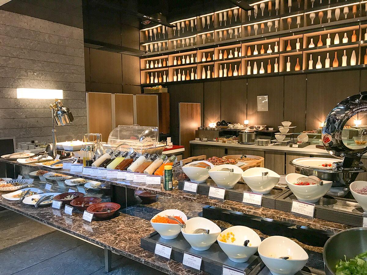 銀座ホテルブッフェ、Buffet & Cafe GINZA SAI お料理台のインテリア
