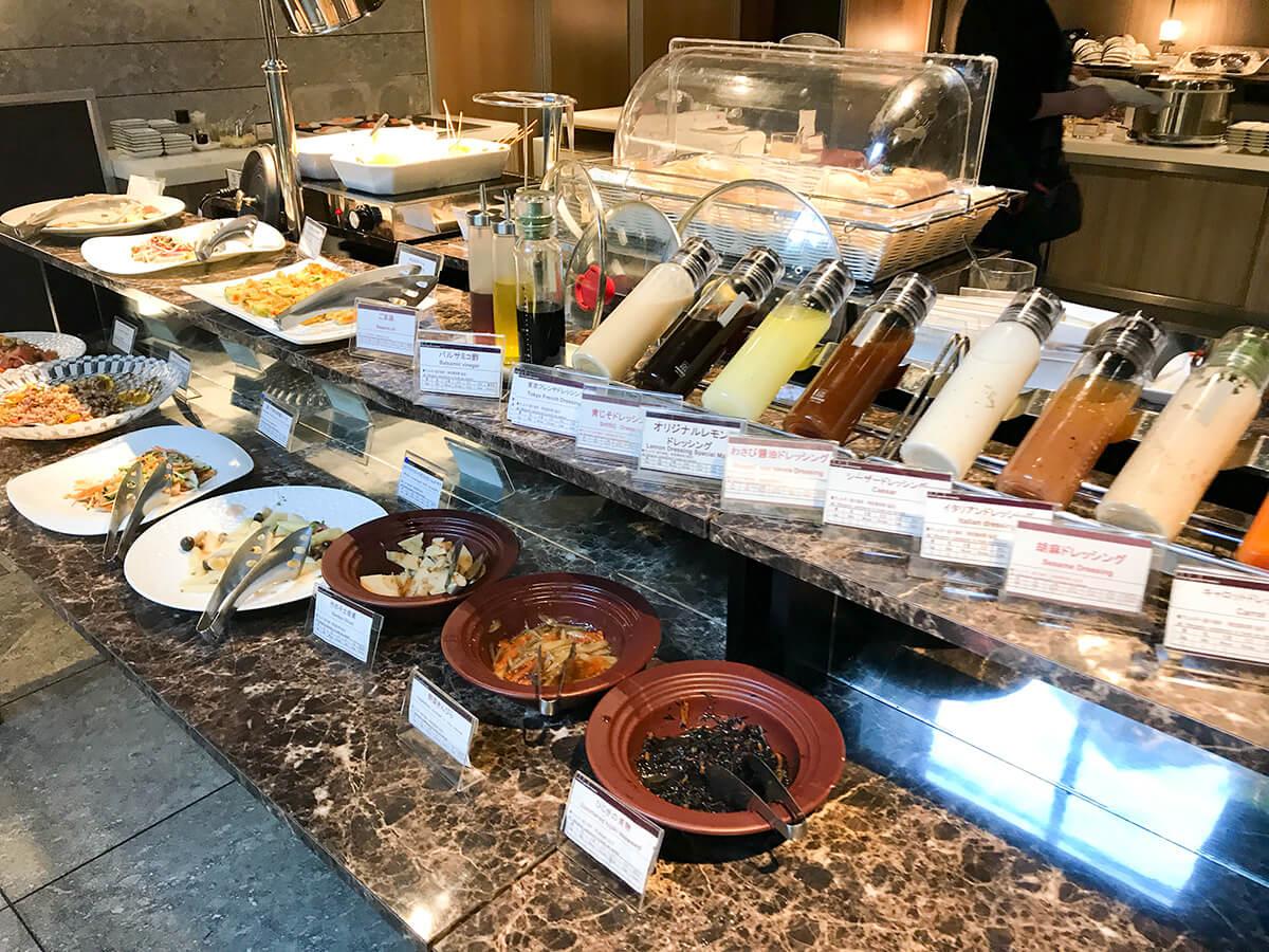 銀座ホテルブッフェ、Buffet & Cafe GINZA SAI ドレッシングと前菜類