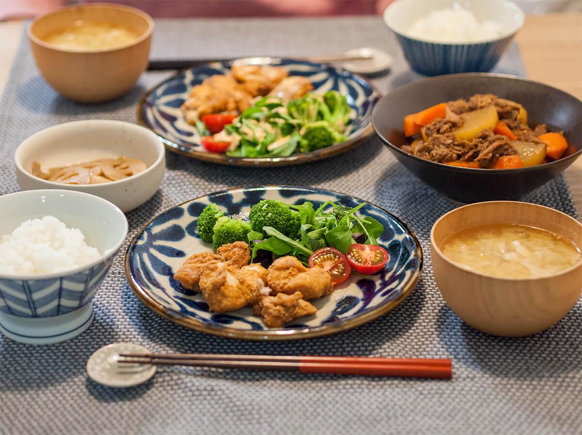 ノンフライ唐揚げがメインの食卓風景