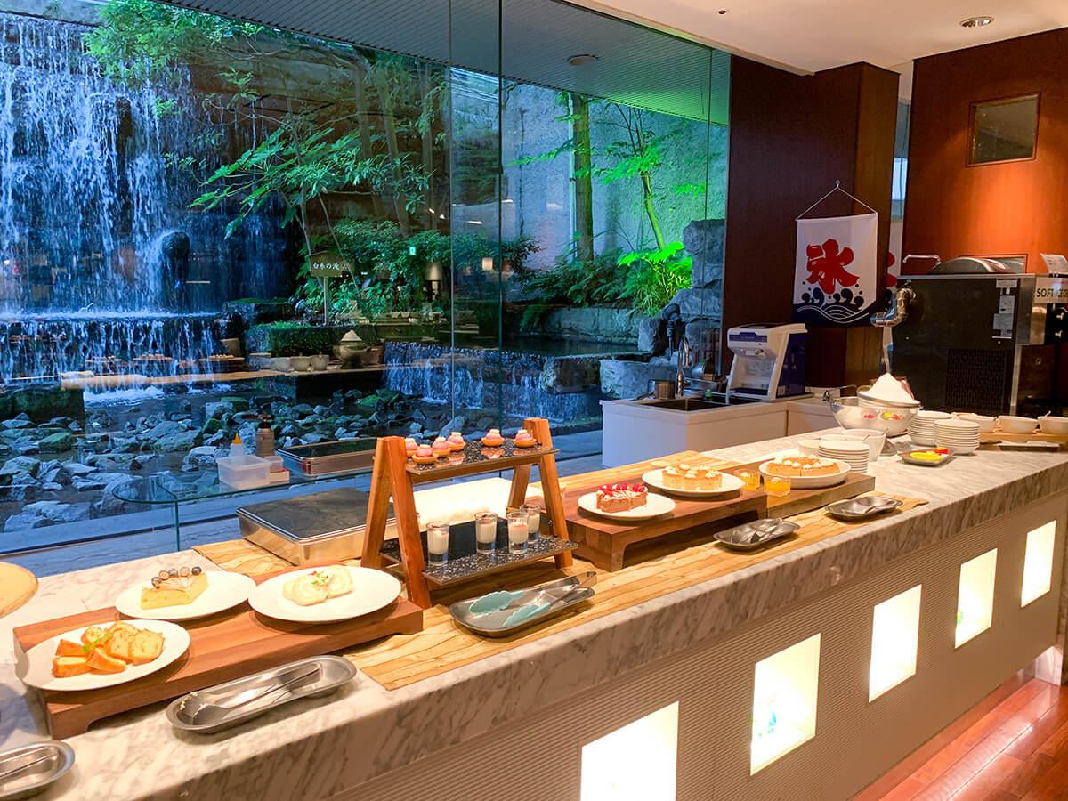ホテルグランドパレスのブッフェレストラン・カトレアのデザート台