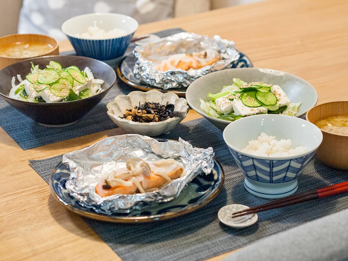鮭のホイル焼きと豆腐サラダの献立
