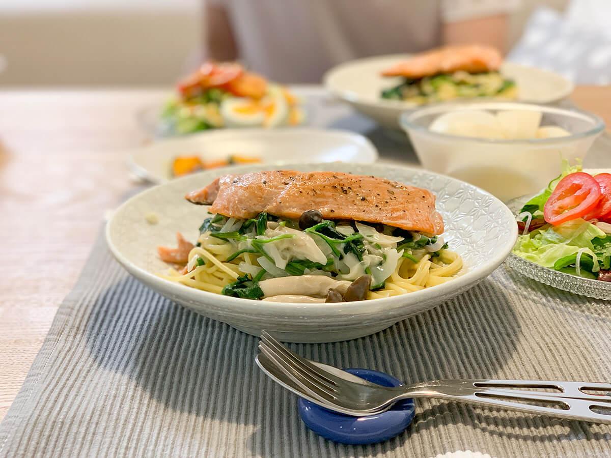 鮭とほうれん草のクリームパスタ