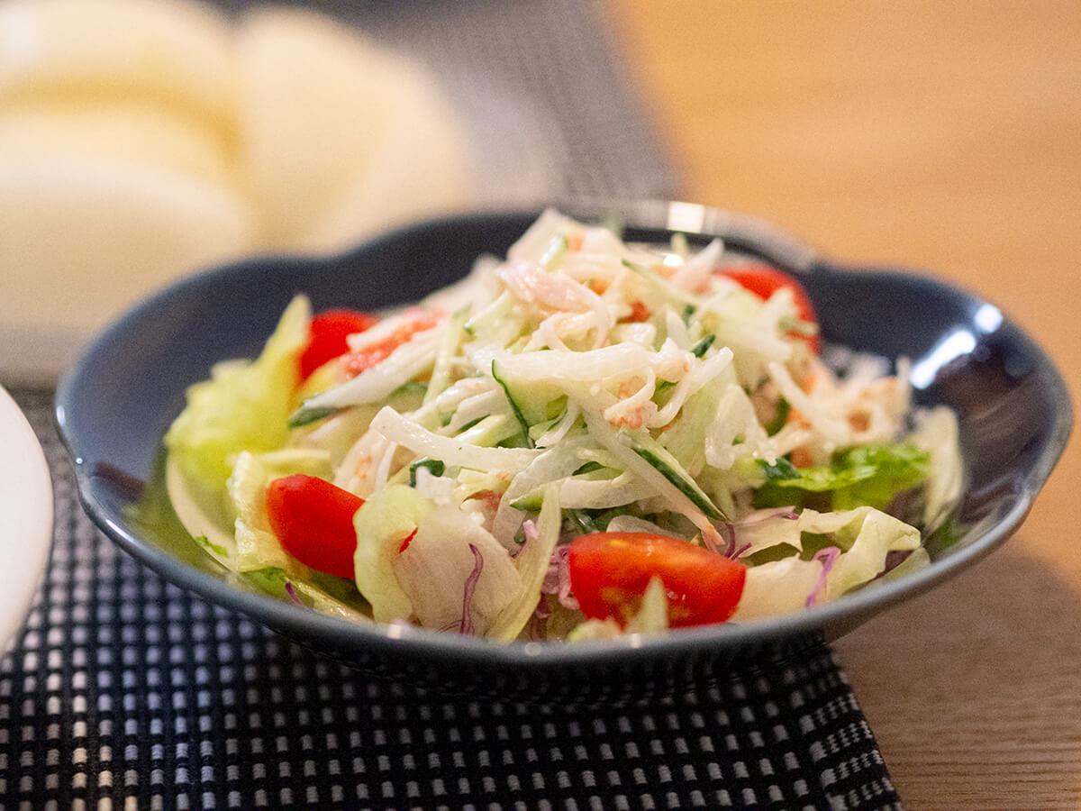 カニカマとマヨのサラダ