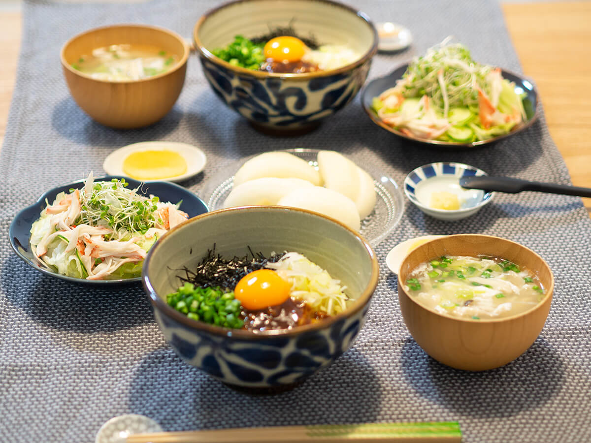 台湾まぜそばがメインの食卓風景