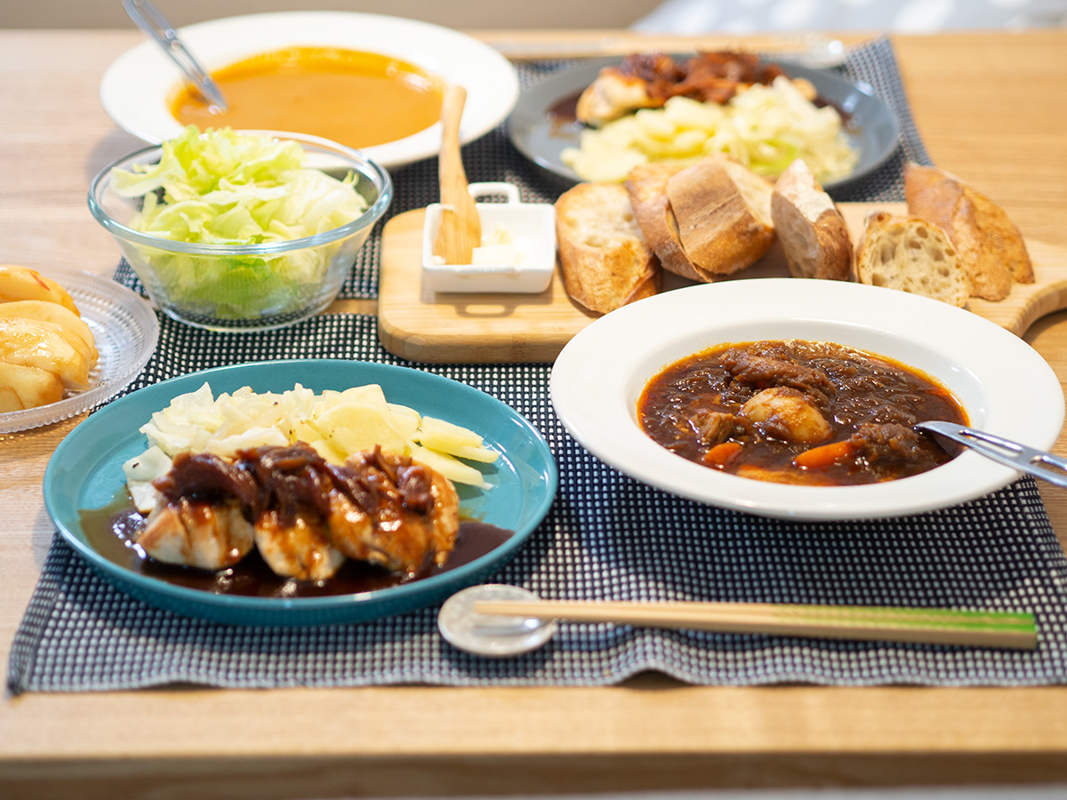 スープと鳥料理とバケット