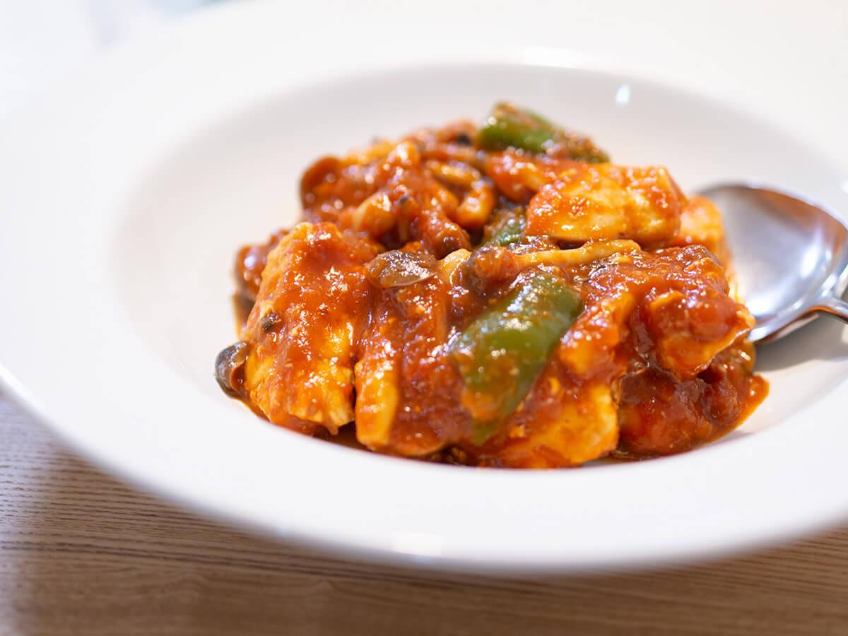 カゴメ鶏肉のトマト煮用ソースで作ったチキンのトマト煮