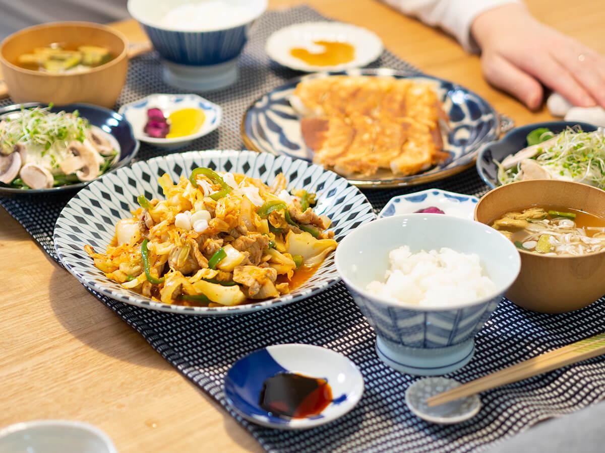 豚キムチと餃子がメインの食卓
