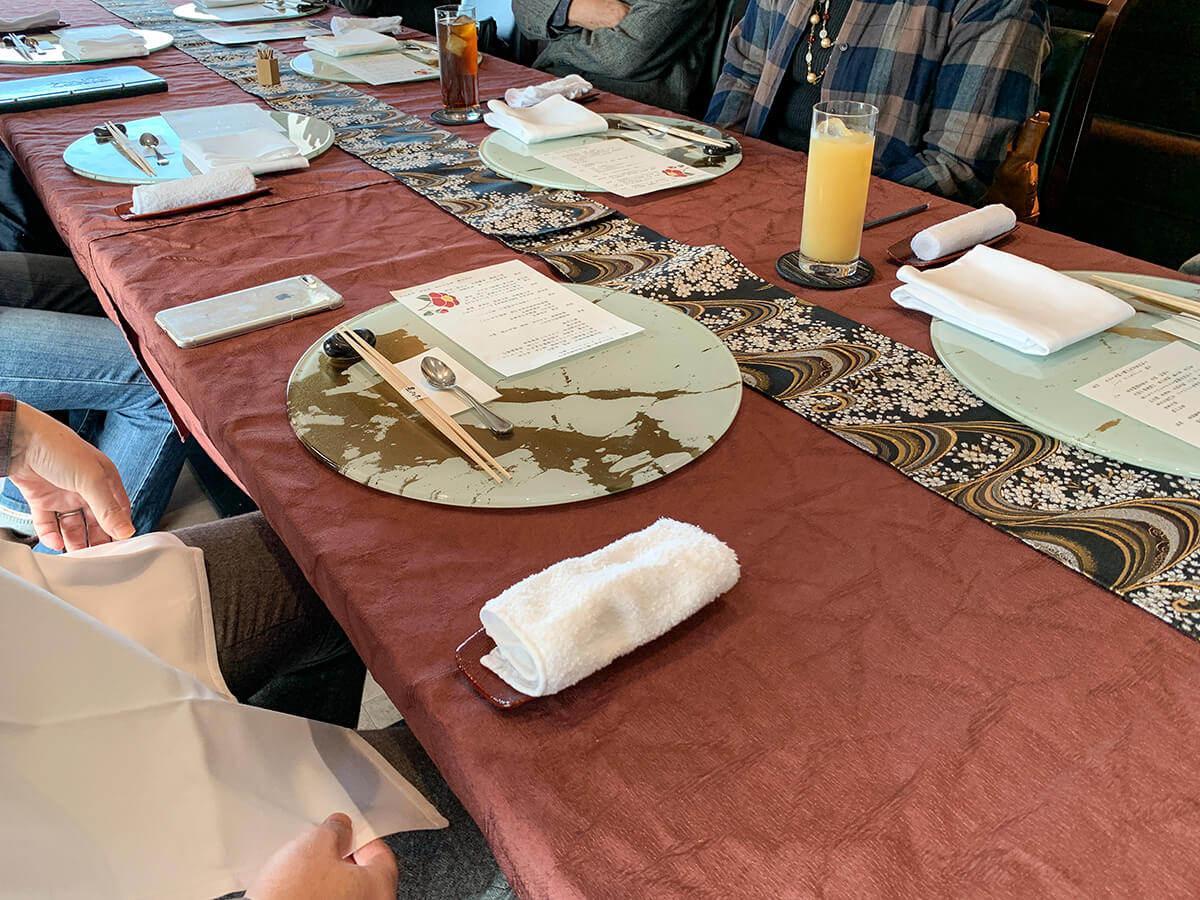 お正月の家族の食事会風景