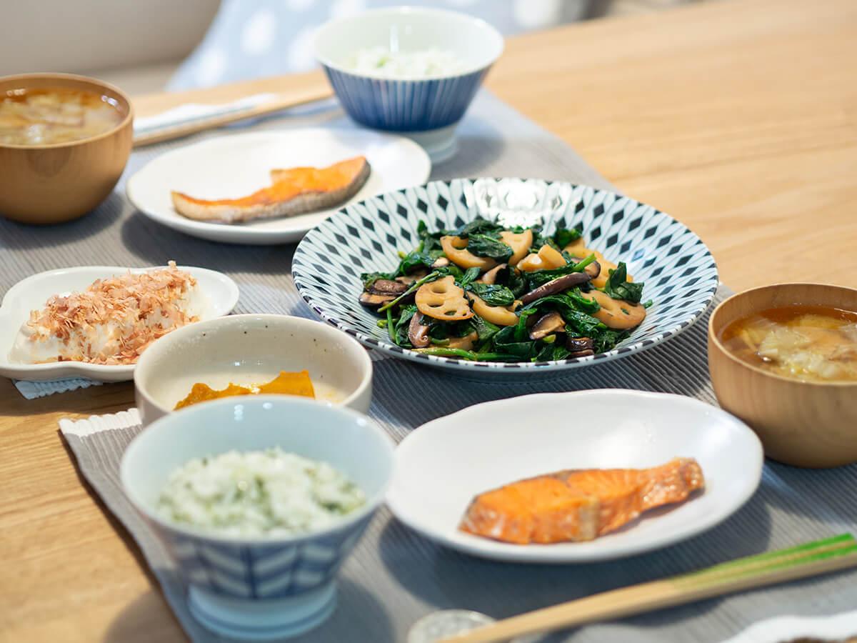 七草粥とほうれん草の炒め物と鮭