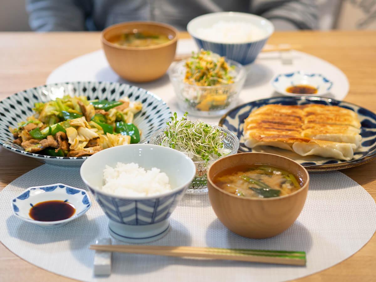 回鍋肉と餃子がメインの食卓
