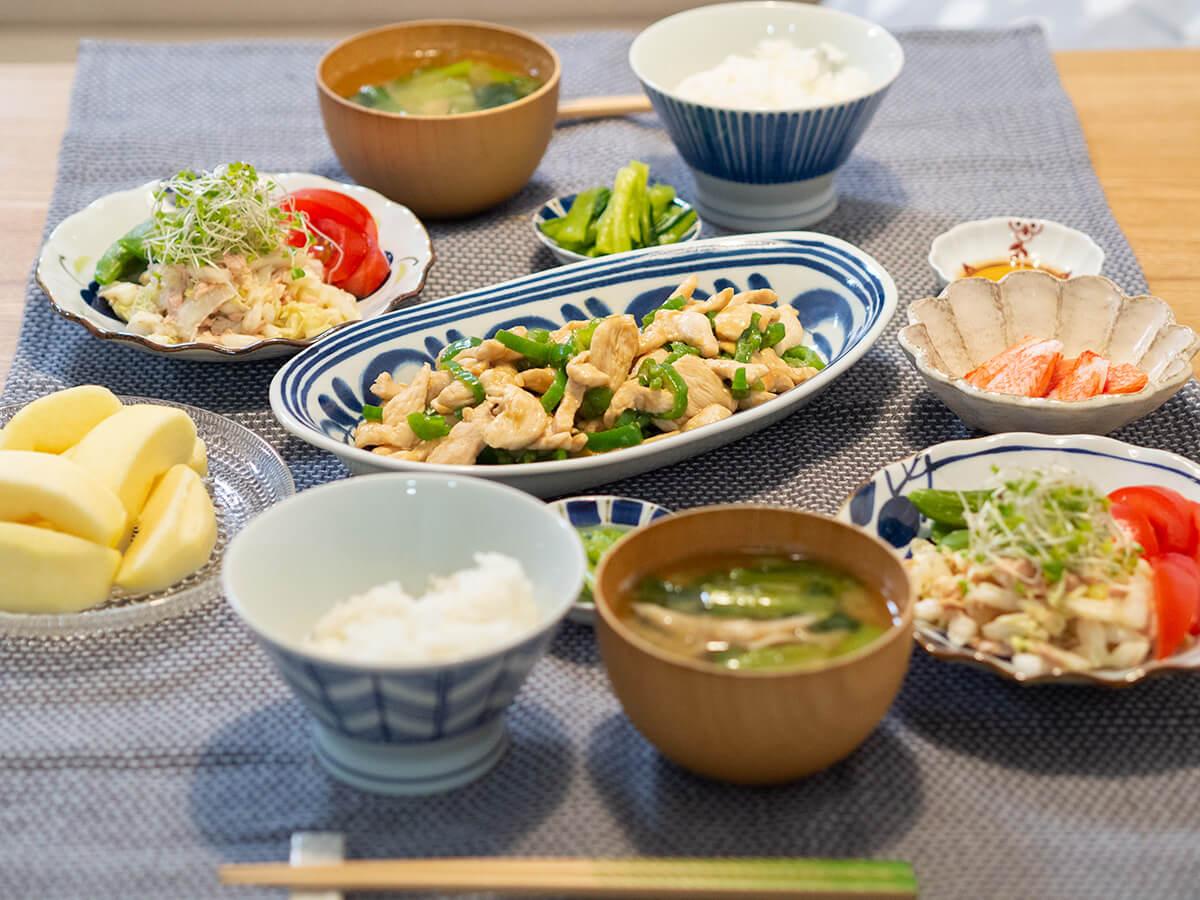 鶏胸肉の青椒肉絲がメインの食卓