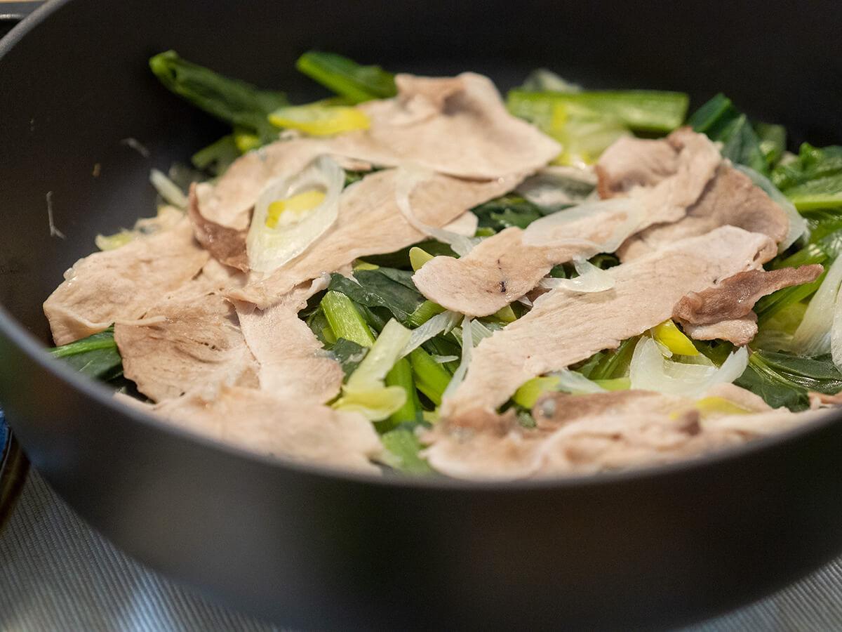 キャベツと豚肉の酒蒸し鍋