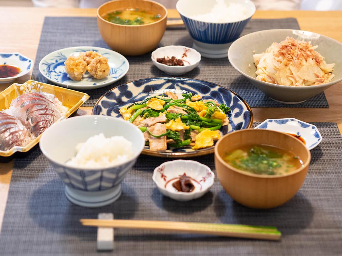 菜の花の炒め物がメインの食卓
